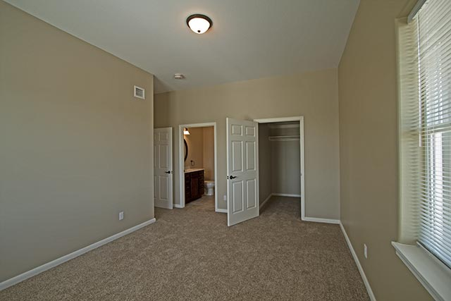 yellowstone-30-master-bedroom